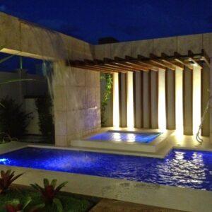 piscina com pergolado de madeira