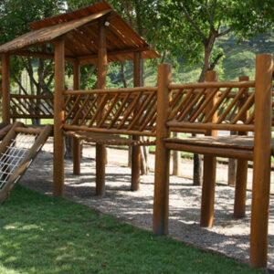 playground de madeira para parque